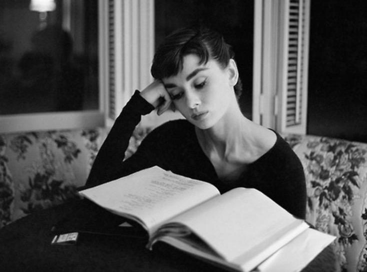 leitura livro Audrey Hepburn hábito
