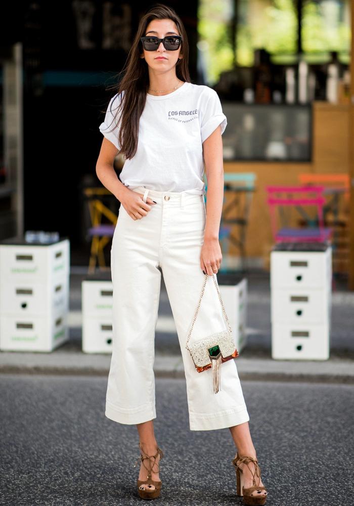 3565b628045 calça branca denim branco jeans branco inverno e verão peça essencial looks  de inspiração outfits calça branca capa looks de transição de estação total  ...
